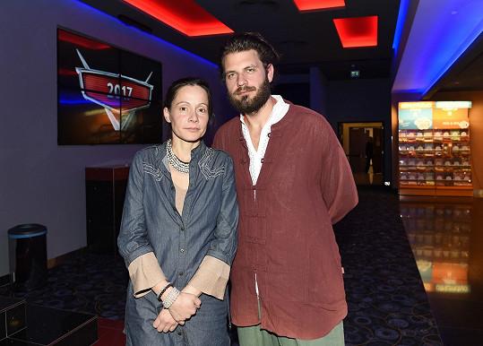 S manželem Petrem na premiéře snímku.