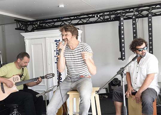 Dan vystupoval ve finském stanu.