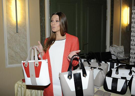 Další z přítomných dam byla Inna Puhajková, ta si jednu z kabelek koupila.