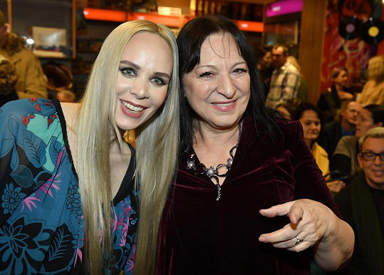 Na křest knihy Jany Fabiánové dorazila i zpěvačka Martha Elefteriadu.