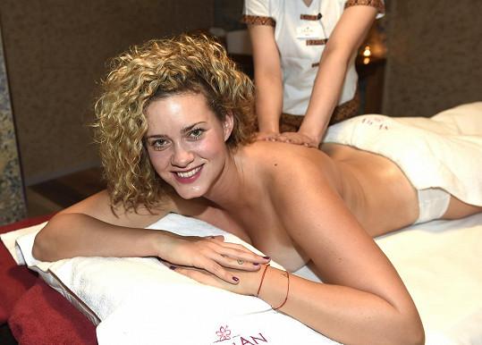 Kateřina relaxovala na masáži