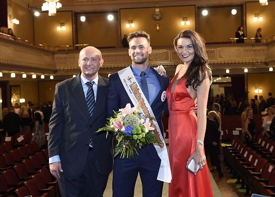 Jakub s Českou Miss Nikol Švantnerovou a organizátorem soutěže Davidem Novotným