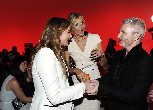 Maxová představuje Evu Cavalli řediteli módního týdne Lukáši Loskotovi.