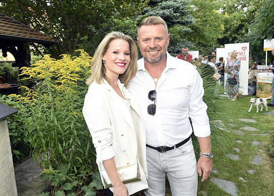 S manželem Jiřím Štikou vyrazili do společnosti.