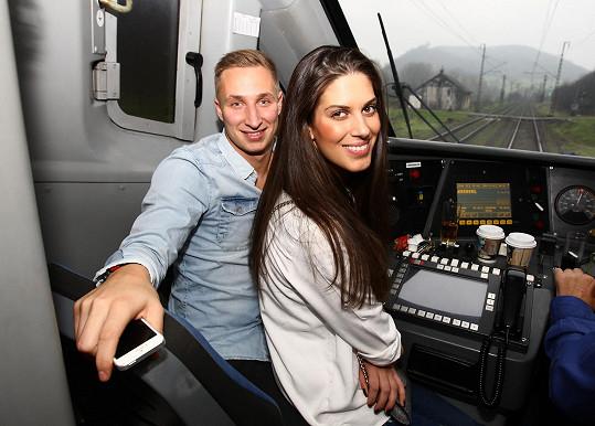 Aneta s Michalem ve vlaku, rovnou u strojvedoucího