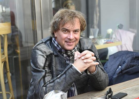 Tomáš Matonoha se objevil na tiskové konferenci Stream.cz k novému seriálu Přijela pouť.