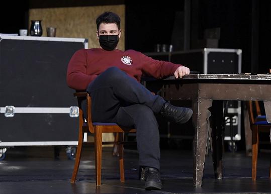 Martin doufá, že bude mít představení brzo premiéru.