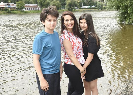 Eva Decastelo s dcerou Zuzankou a synem Míšou.
