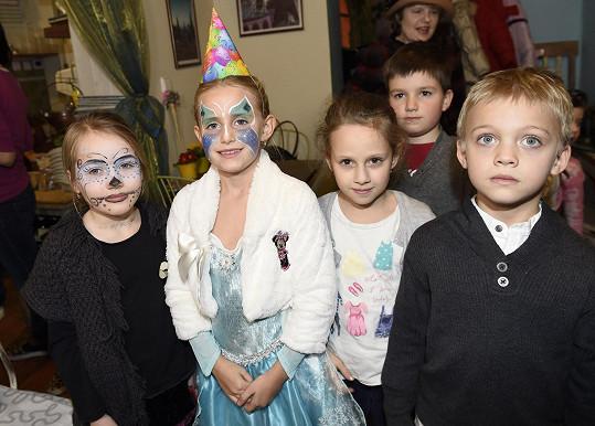 Emilka pozvala kamarády z 1. třídy, kluky i holky.
