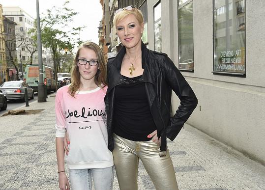 Renata Drössler dorazila i s mladší dcerou Natálkou. Vidíte podobu?