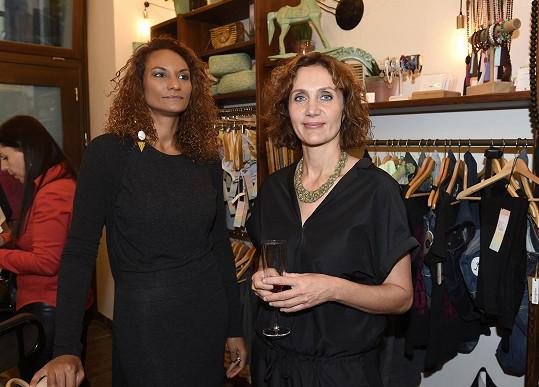 S kamarádkou Lejlou Abbasovou