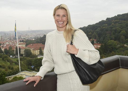 S tenistkou jsme se potkali na švédské ambasádě v Praze, kde s dalšími osobnostmi zahajovala akci Pink October, která má za cíl pomáhat v boji s rakovinou prsu.
