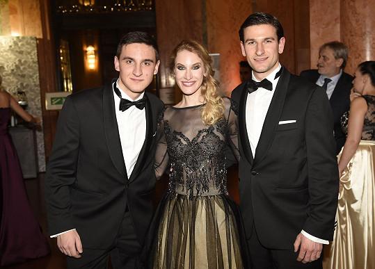 Marie Renčová se svými dvěma bratry