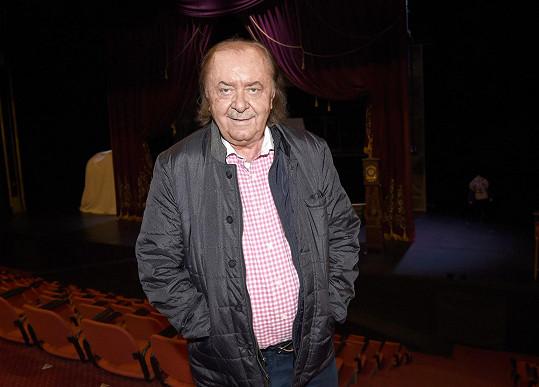 Za obsazením zpěváka do jedné z hlavních rolí stojí producent František Janeček.