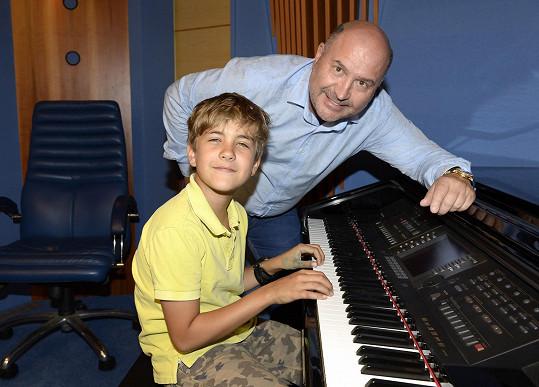 Jakub chodí i na hodiny klavíru.