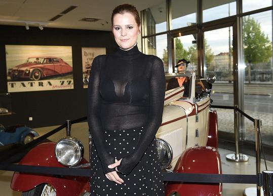 Ornella Koktová se ve společnosti objevila ve svém oblíbeném průsvitném modelu.