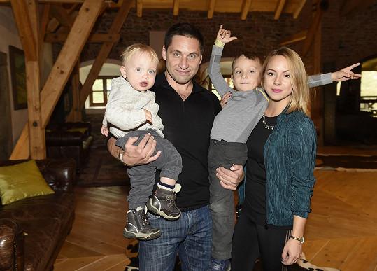 Martin s rodinkou na farmě Michael.