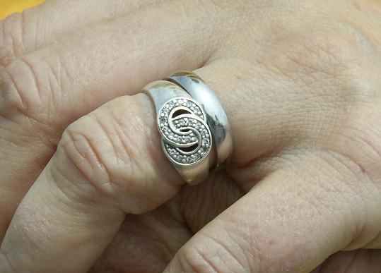 Renata se pochlubila i snubním prstenem.
