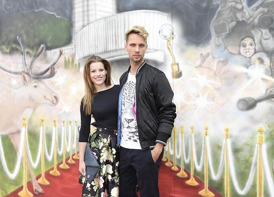 S kolegou z muzikálu Ples upírů Lacem Hudcem Šubrtem, kvůli kterému se dala na výtvarné umění.