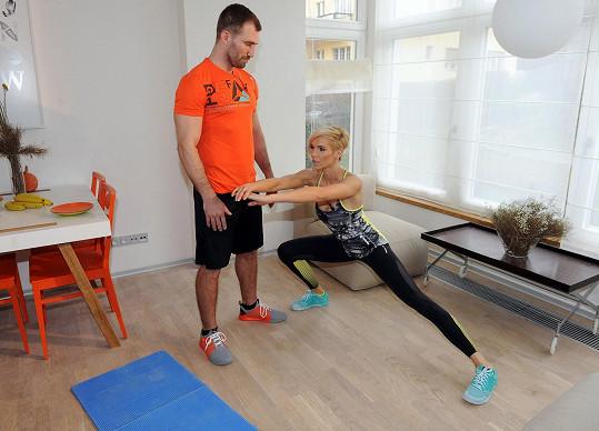 Natáčí společně také motivační videa pro lidi, kteří chtějí cvičit doma.