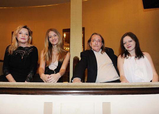 Na koncertu chyběl Lindin snoubenec, společnost modelce dělali rodiče.
