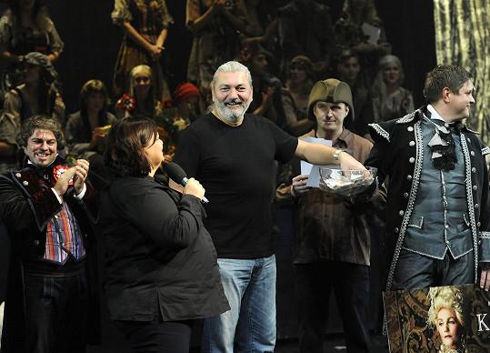 Dan se vrací do Divadla Hybernia, kde dostal roli v muzikálu Sibyla.