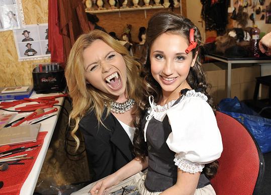 S kolegyní Veronikou Stýblovou, která si zuby také vyzkoušela.