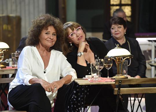 Dvě šarmantní dámy - Petře Černocké bylo 71 let loni. Jakoby nestárly...
