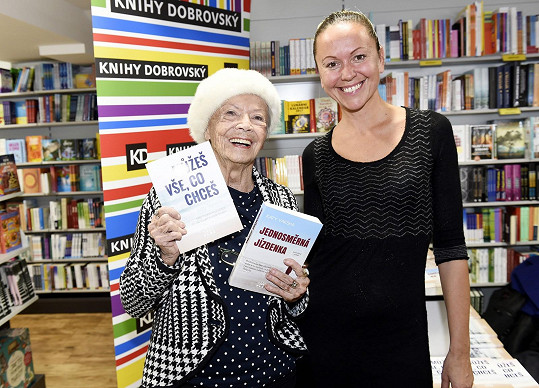 V Praze byla kmotrou knih spisovatelky s preudonymem Katy Yaksha