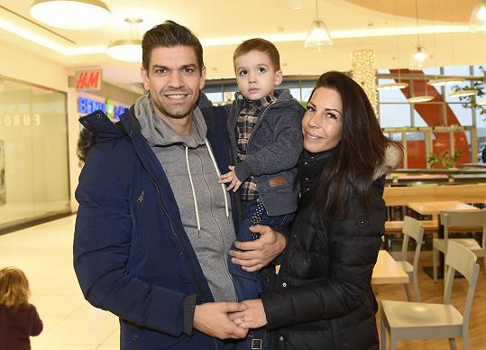 Petr s přítelkyní Lenkou a synem Sebastiánem