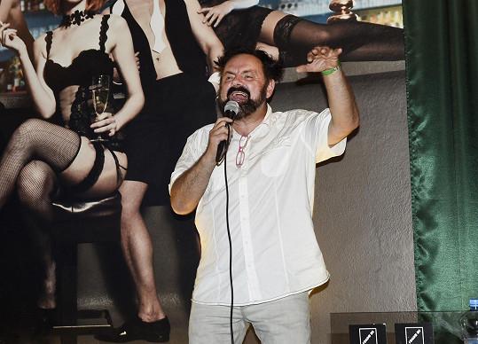 Upír zpíval na oslavě narozenin Kristiana Kodeta.