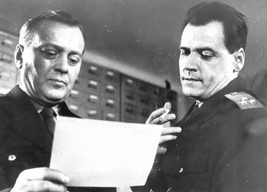 Karel Höger a Josef Bek si zahráli v detektice Kde alibi nestačí.