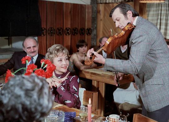 Velkou roli si Karolína Slunéčková zahrála v seriálu Dynastie Nováků (1982).