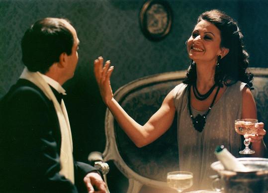 Takhle Yvetta vypadala v televizním filmu Pražský písničkář (1997).