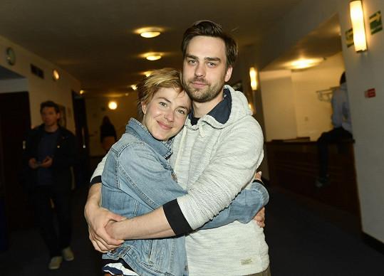 S partnerkou, zpěvačkou a herečkou Terezou Krippnerovou, jsou dva a půl roku rodiči.