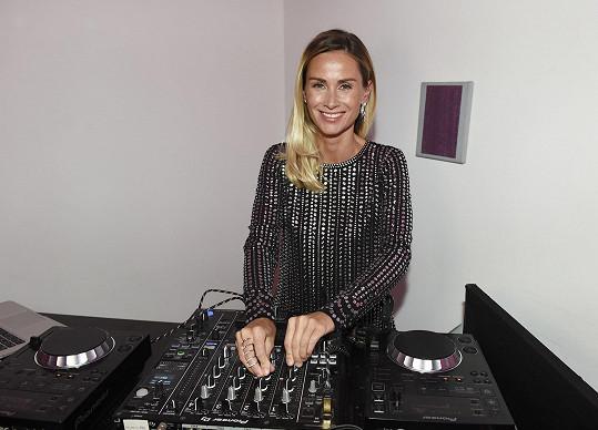 Lucca bavila svou hudbou na dobročinném večírku pořádaném nadačním fondem Be Charity Báry Nesvadbové.