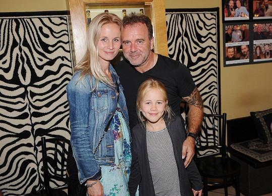 Smolík s manželkou a dcerou, mladší syn zůstal doma.