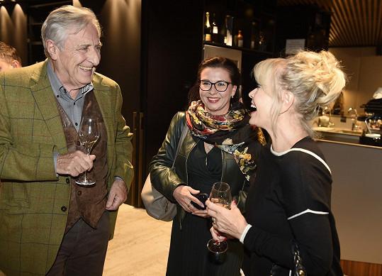 Karel Heřmánek je ředitelem Divadla Bez zábradlí, kde má Jana stejně jako Dana Morávková stálé angažmá.