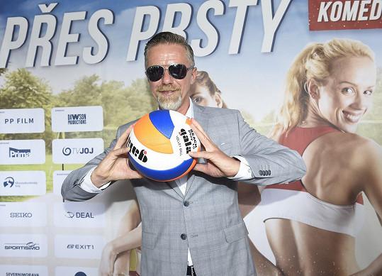 Letos přijel Langmajer propagovat film Přes prsty o plážových volejbalistkách.