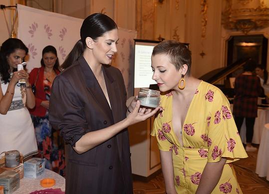 Anička s Anetou Vignerovou na kosmetické akci s výrobky na zeštíhlení.
