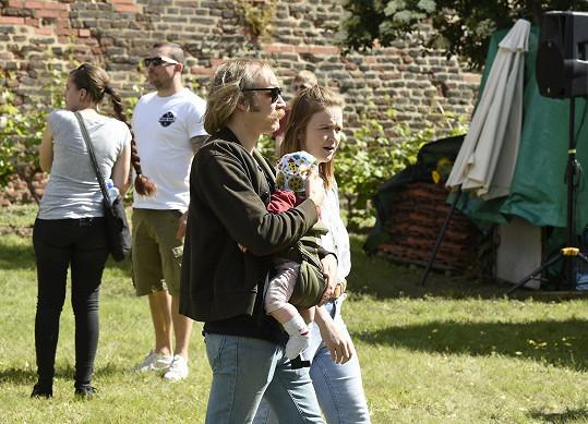 Marie s Markem a dcerou vyrazili na dětský den porodnice, kde přišla Alfréda na svět.