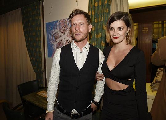 Jaromír Nosek s přítelkyní