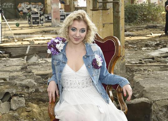 Anička Slováčková mívala hodně světle blond vlasy.