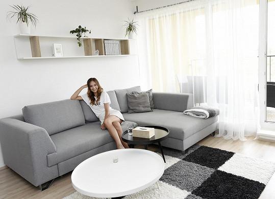 Lea už se přestěhovala do pražského bytu.