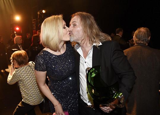S manželkou Jovankou na konci slavnostního večera už s vyměněnou vázou