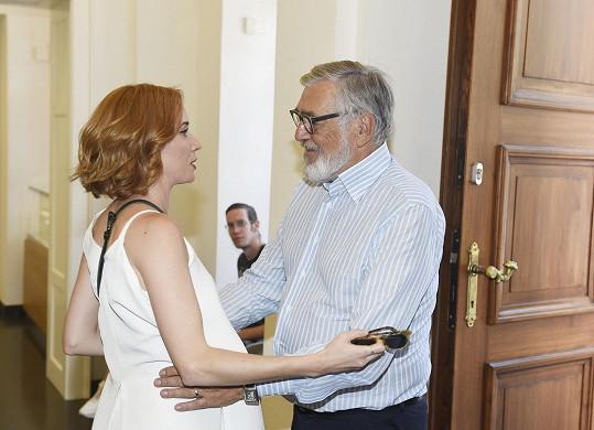 Zahraje si tam mj. i s Jiřím Bartoškou.