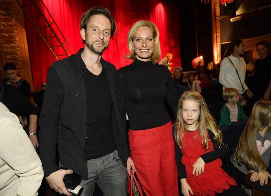 Na dětské představení dorazila Kristina Kloubková s dcerou Jasmínkou a přítelem Václavem Kunešem.
