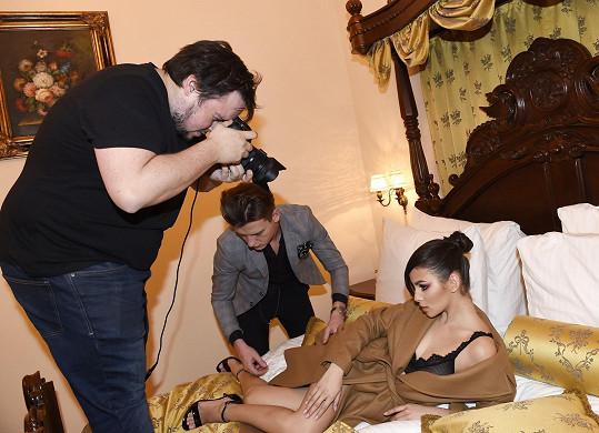 Snímky vznikaly v pokoji pražského hotelu pro její potřebu.