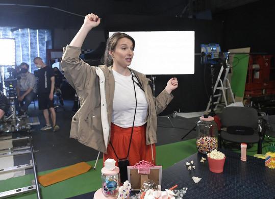 Takhle Berenika režíruje zpěvačku Naty Hrychovou.