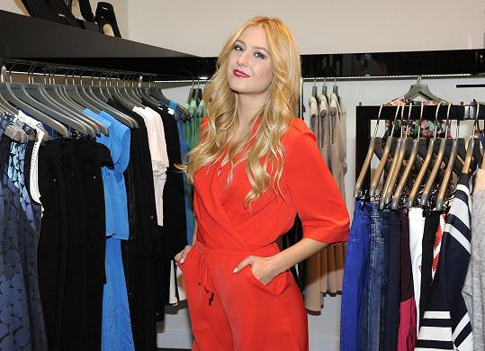 Natálka má k módě jako blogerka a reportérka Fashion TV blízko.